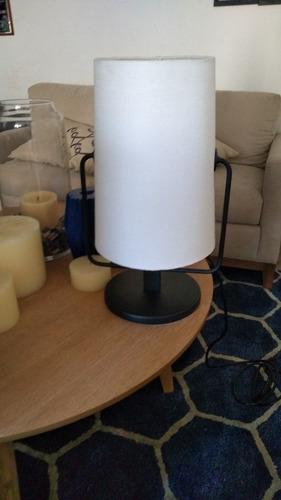 lámpara blanca con base negra marca mobica 2 de 2