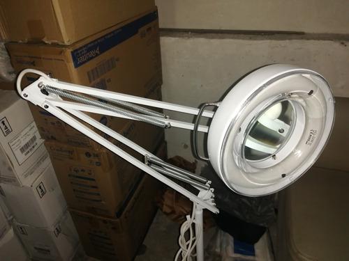 lámpara con lupa