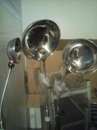 lámpara cuello de ganso cromada con ruedas