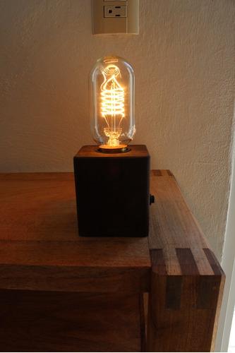 lampara de buró en madera estilo vintage