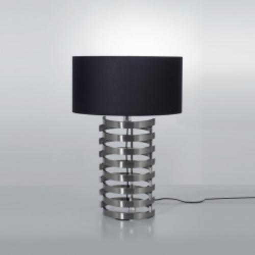 lámpara de mesa acero pantalla negra.
