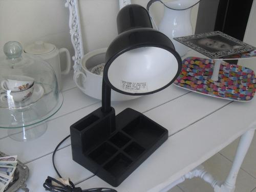 lampara de mesa ajustable funcionando