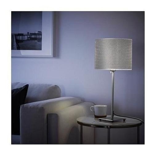 lampara de mesa pantalla tejida en gris base nickel ikea