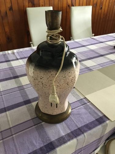 lámpara de mesa tonos rosa y negro sin pantalla