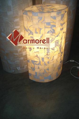 lámpara de ónix elíptica, 80 cm de altura, 50 cm por cara.
