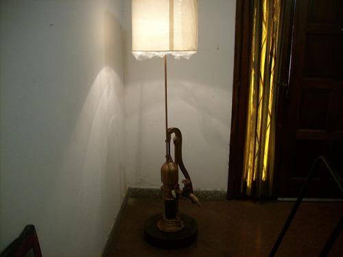 lampara de pie artesanal hecha con bomba antigüa