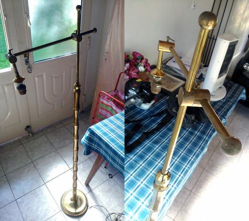 lámpara de pie con brazo articulado de bronce