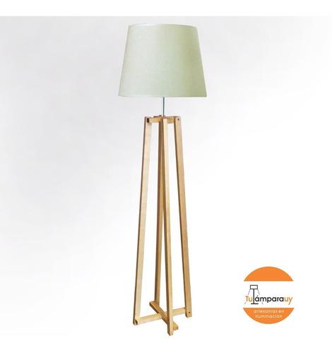 lámpara de pie estilo nórdico en madera seleccionada