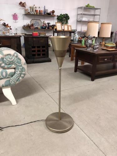 lámpara de pie importada de metal