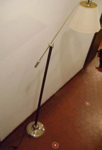 lampara de pie lectora con movimiento platil con cuero