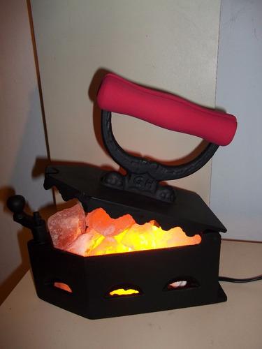 lampara de sal en plancha de carbón