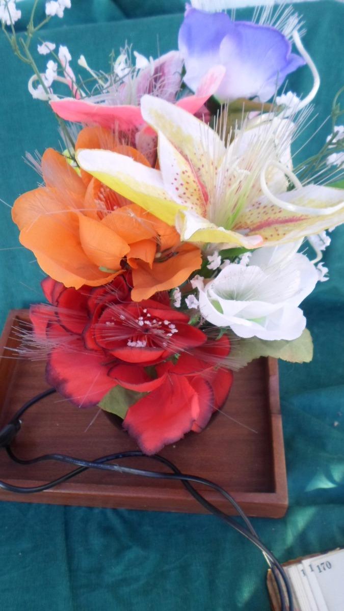 Lampara Flores Con Led Y Movimiento De Los Años 90 Unica 95000