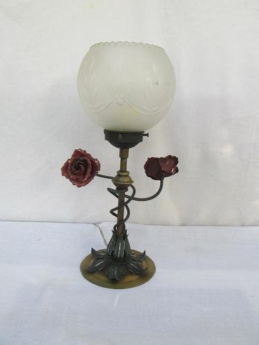 lampara hierro con pantalla esmerilada, antigua