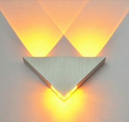 Lampara Led Minimalista Triangulo Aluminio 3w Pared