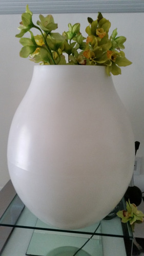 lampara/ macetero italiana vondom italia acrilico  1.30 alto