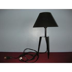 Lámpara Negra Pequeña Con Su Bombillo