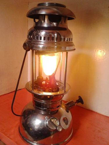 lámpara petromax funcionando