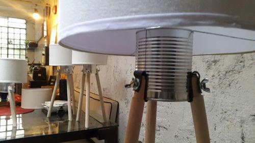 lampara pie trípode madera