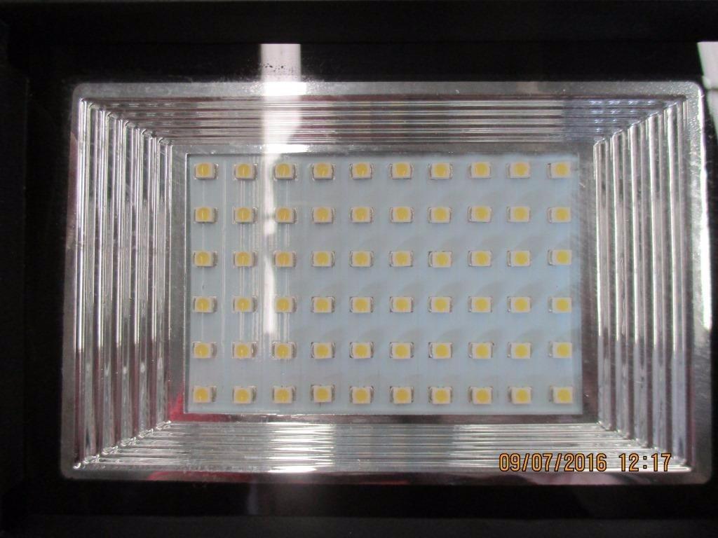 L mpara solar 60 leds para exteriores con panel solar 60 for Lamparas led para exteriores