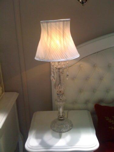 lampara velador , costado de sillon. vidrio