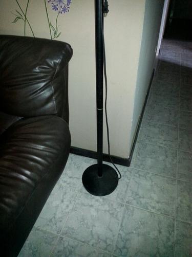 lámpara vertical color negro.