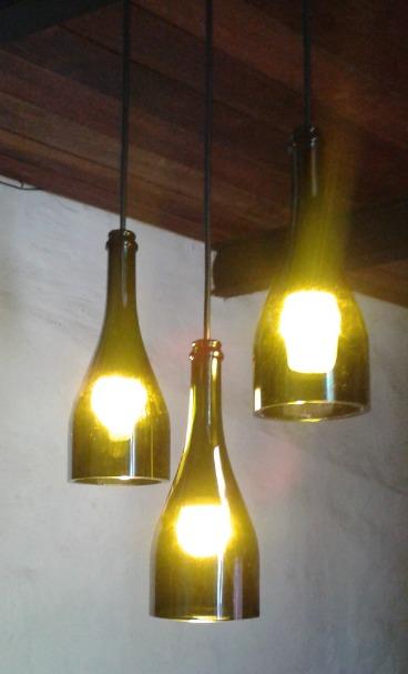 lamparas colgantes con botellas recicladas