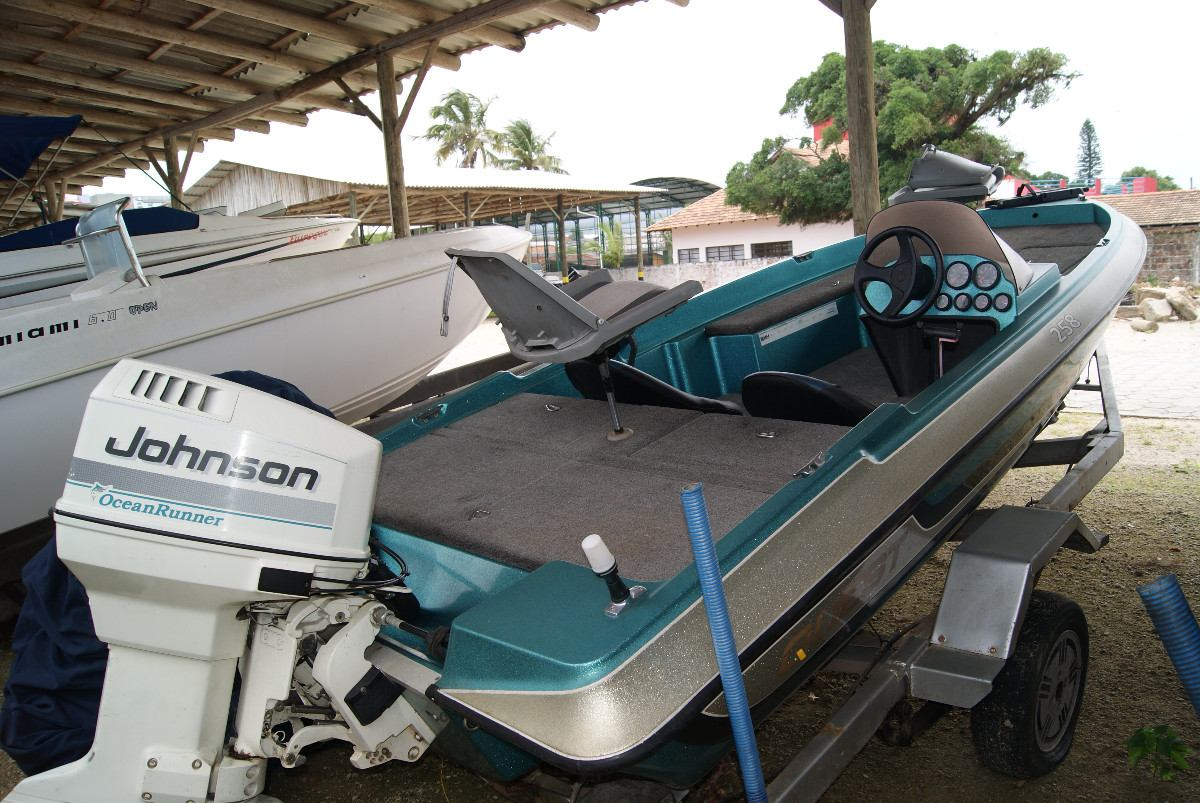 lancha bass boat 17 pes com motor johnson 90 hp ano 1999. Carregando zoom.