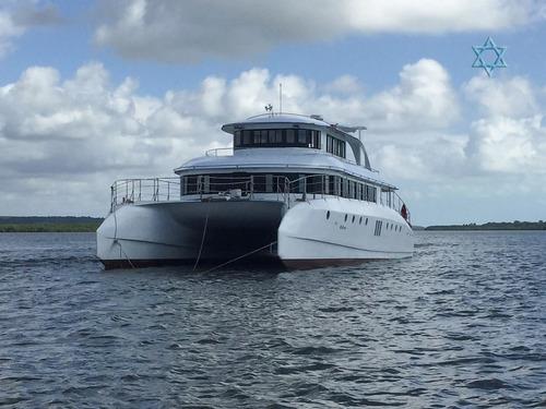 lancha catamarã 72 iate barco n phantom azimut ferretti