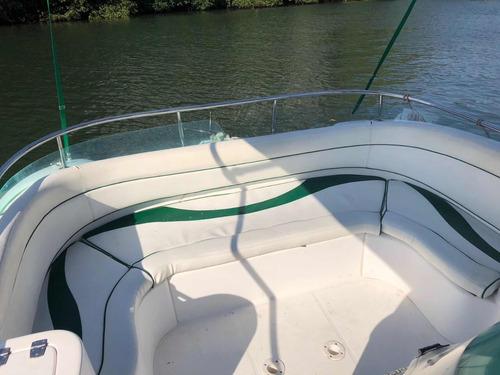 lancha catamarã