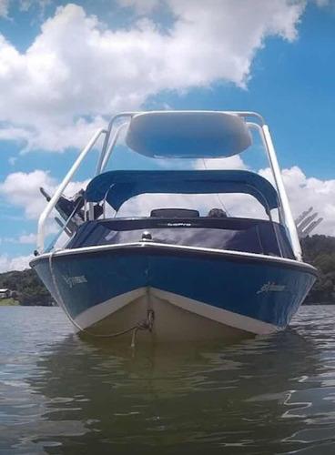 lancha de wakeboard