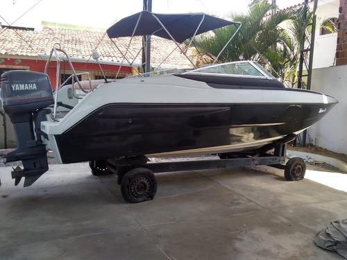 lancha delta evolution 260 c/ motor yamaha 200 hp.
