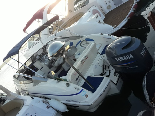 lancha focker 21.5 com motor yamaha 4 tempos