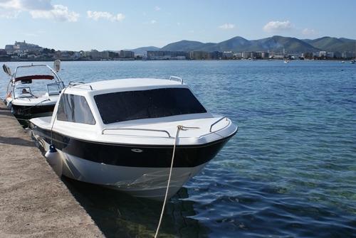 lancha gg 730 cuddy con motor yamaha 200 hp 4 tiempos gabott