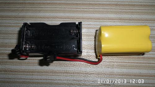 lancha radio control funciona con pilas o la cargas a 220w