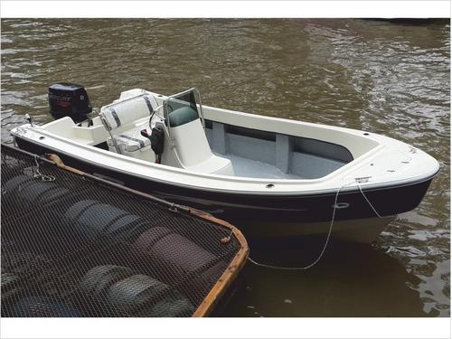 lancha tracker trakker 520 pescador c/mercury 50 hp 4 tiempo
