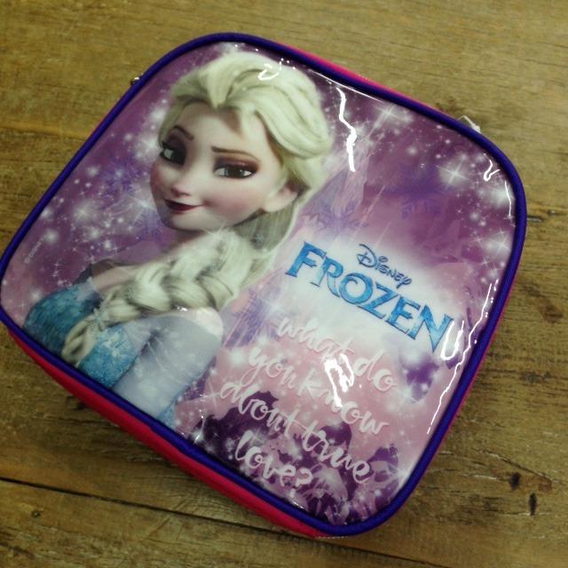 415a3da6c Lancheira Infantil Frozen Elsa Dermiwil Rosa 30175 - R$ 79,00 em ...