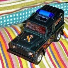 land rover defender policia  colección  12cm en caja  welly