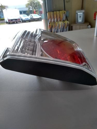 lanterna hilux sw4 lado direto mala nova com pequeno detalhe