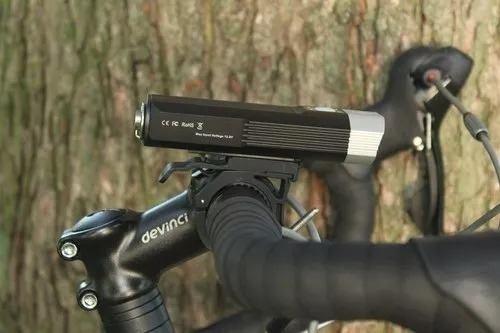 lanterna p/ bicicleta lumens dual led/beam- fenix bc30 1800