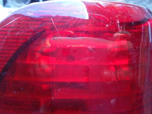 lanterna tr4 lado esquerdo com pequeno reparo na lente