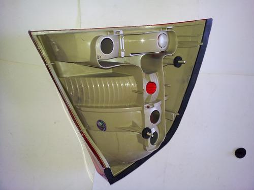 lanterna traseira corsa sedan 05/13 ré branca esq/dir