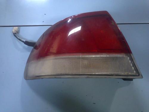 lanterna traseira esquerda mazda 626 1995