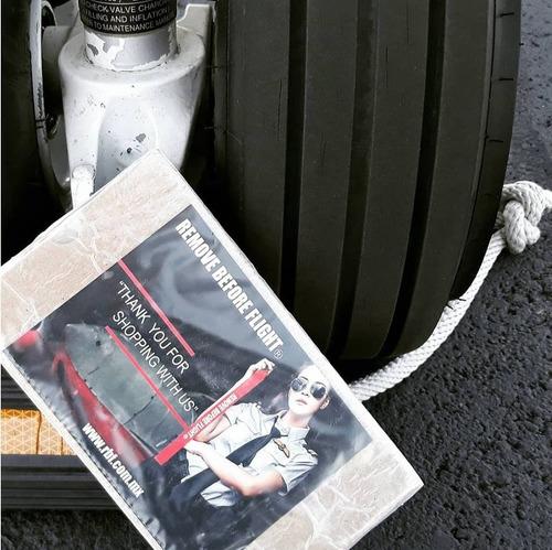 lanyard pilot 4 barras & porta id piel remove before flight®