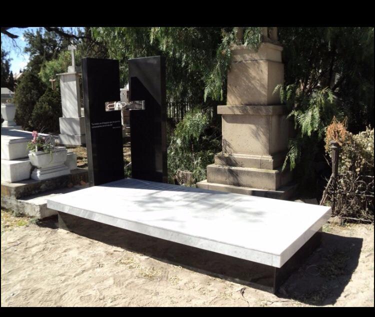 L pidas cruces floreros en m rmol y granito pide cotizar for Placas de marmol y granito