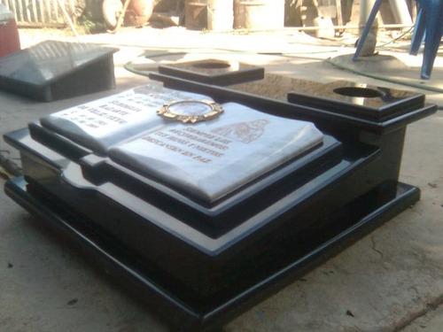 lápidas para cementerios en granito natural y cuarzo.