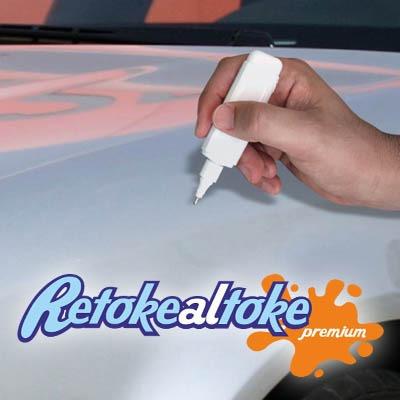 lápiz del color de su auto touch en tuauto paint con retoque