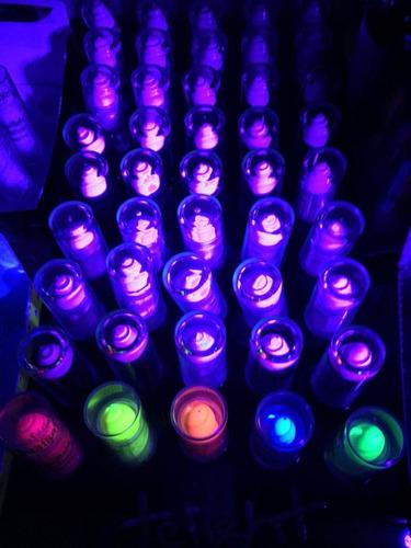 lápiz labial fluor pinta cara maquillaje brilla luz uv