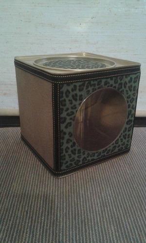 lata galletitas hojalata de diseño forrada 17 x 17 x 17 cm.