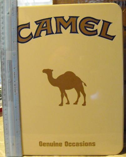 lata gigante de camel vacia