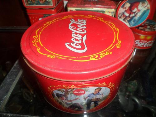 lata grande da coca cola